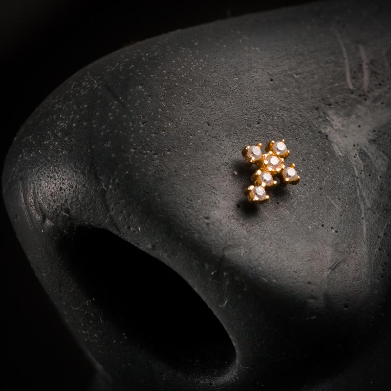 18 karaats gouden sieraden - neus piercing
