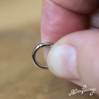 Piercing verwisselen - klaar, de ring is weer gesloten!